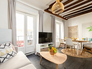066. IN THE HEART OF LE MARAIS STEPS FROM PLACE DES VOSGES - BASTILLE - COSY 1BR