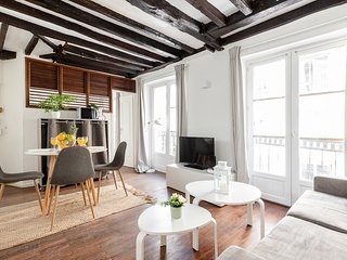 067. STEPS FROM PLACE DES VOSGES IN THE HEART OF LE MARAIS - 1BR BY BASTILLE!