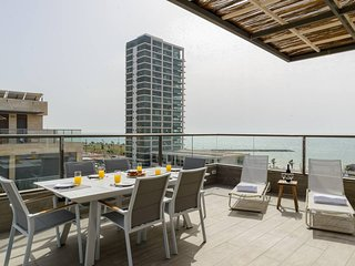 GORGEOUS DESIGN APT-ROOF TOP-SEA VIEW-FREE PARKING