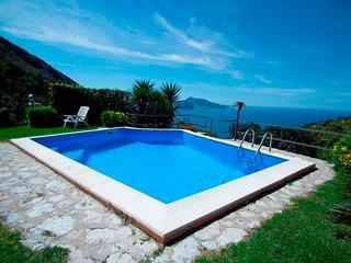 Marina del Cantone Villa Sleeps 13 with Pool and WiFi - 5248195