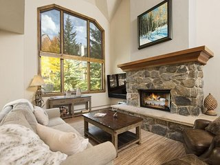 Stonegate 4 , SKI IN/SKI OUT, Pool & Hot Tub!