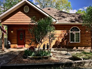 Peaceful Privacy and Gorgeous Views! Hot Tub, WiFi, Fire Pit, Lake/River 10 Min