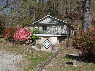 Evergreen Cabin at the Flowering Bridge