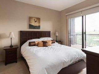 Corner Apartment with Lake View #518