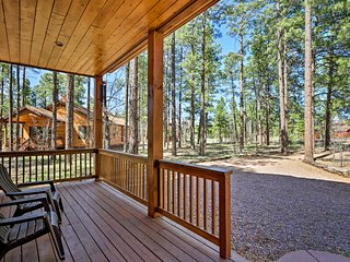 Show Low Cabin w/ Spacious Deck & Fire Pit!