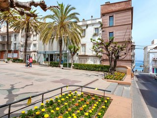 1 bedroom Apartment with WiFi and Walk to Beach & Shops - 5789932