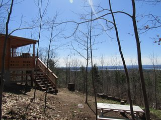 Trackers Cabin- Gear and Bedding Packages included if you stay 4 nights or more!