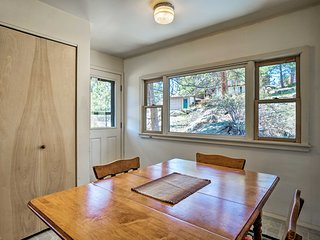 'Carefree Cabin' in Estes Park w/ Rocky Mtn Views!