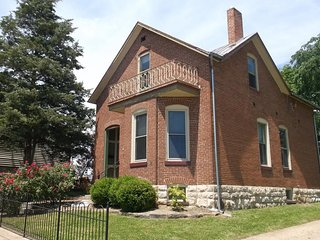 Aletha Marie Krog Guest House Historical Downtown Washington Missouri