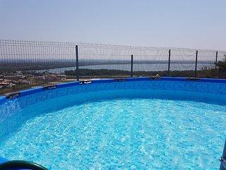 Casa frente a la Laguna ¡Hermosas Vistas, Alberca, Asador, Juegos y Jardín!