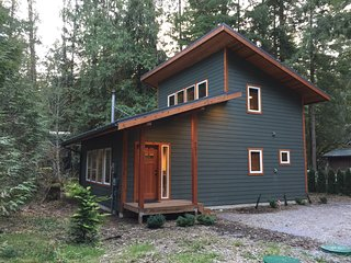 Snowline Cabin #74 – A Brand New and Beautiful Pet Friendly Family Retreat!