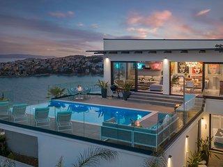 Luxury Villa Riva with Infinity Pool