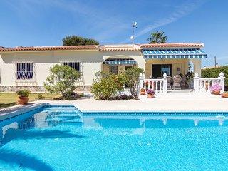One-floor villa with private pool in Los Balcones