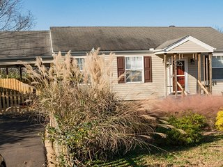 Cozy Cottage in East Nashville! Close to Downtown!