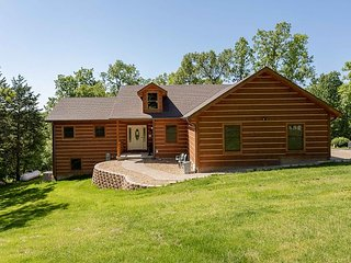 Teal's Treasure - A beautiful 3bed/2bath woodland home with a private pool!