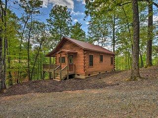Cozy Log Cabin w/Private Deck, 8 Mi to Murphy