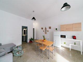 SPACIOUS FAMILY SANTORINI STYLE HOUSE