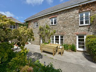 THE BARN, beautiful converted barn in six acres with picnic/croquet lawn
