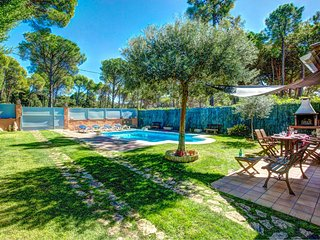 Fornells de la Selva Villa Sleeps 4 with Pool and WiFi - 5604503