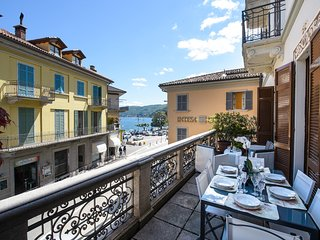 Ricky apartment with terrace in Baveno city center