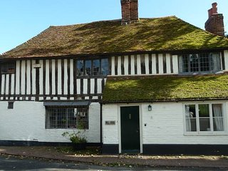 The Bell House- Beautiful cottage on village green