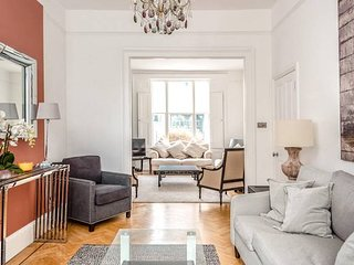 Beautiful 5 bed Chelsea Townhouse - sleeps 10 comfortably!