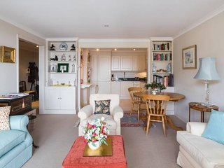 Bright, Traditional 1bed by Battersea Park & River