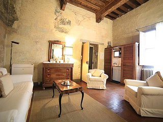 Oltrarno Villa Sleeps 6 with Air Con - 5793021