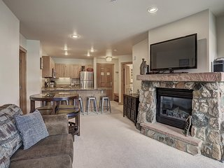 Awesome 2 Bedroom with an Updated Kitchen at Expedition Station! Walk to the