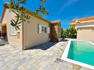 3 bedroom Villa with Air Con, WiFi and Walk to Beach & Shops - 5793030
