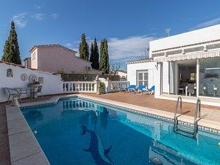 Villa de lujo, piscina climatizada, wifi, al lado de playa y comercios