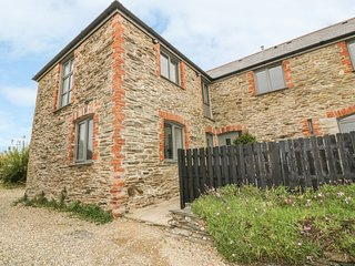 SKIBER, hot tub, spacious garden, woodburner, near St Mawes