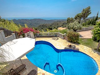 Villa Cebria el Maresme for 9 guests, only 6km to the beach!