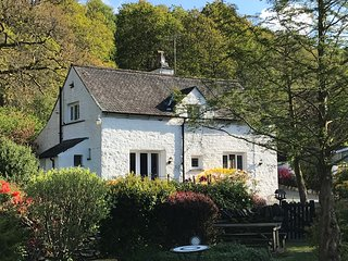 Halfway House 4* Lakeland 17th century cottage  Ambleside