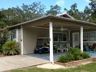 Steinhatchee FUN!!! 4 bdr/2 ba house only 1 block from Sea Hag Marina/Boat Ramp!