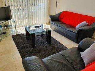 Villa Amy - Large & Modern 4 Bedroom Villa - Sleeps 8