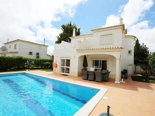 Villa Oásis, Piscina Privativa, Ténis, Jacuzzi, Parque Infantil, perto da praia!