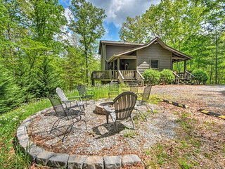 Private Blue Ridge Cabin w/ Hot Tub, 5 Mi to Town!