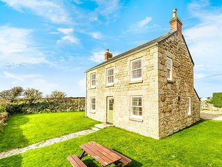 75152 House situated in Penzance (4mls NE)