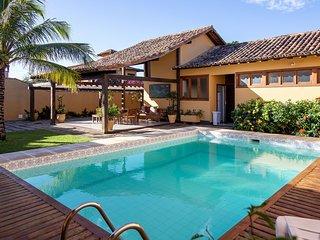 Linda casa com quatro suítes, na rua da Praia Rasa BZ125