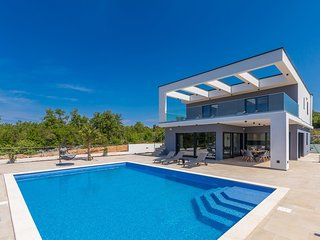 Luxury villa Quadra - pool with sea view, playground for children, garage, full
