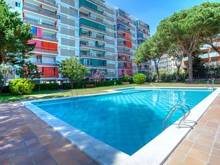 2 bedroom Apartment with Pool, WiFi and Walk to Beach & Shops - 5793123