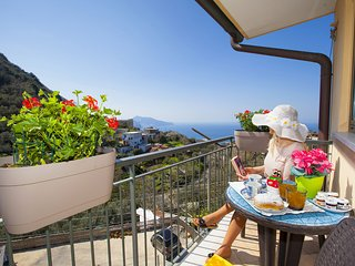 AMORE RENTALS - Casa Elvy with Terraces, Sea View and Parking