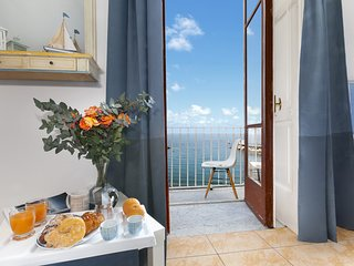 Appartamento Marina Blu with Sea View near the Beach