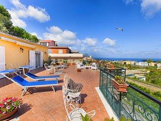 La Casa di Dana with Private Terrace, Sea View and Parking