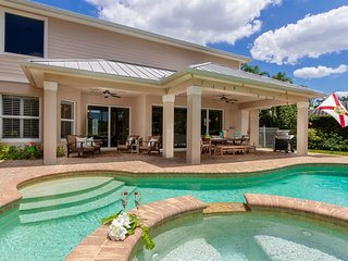 Sunnyside, 4 bedroom, 3 1/2 bath pool home with jacuzzi with direct boat access