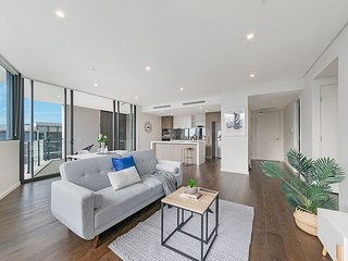 Elegance & Spacious 2BR Penthouse With 2 Parking