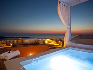 BlueVillas | Villa Oia | Outdoor heated jacuzzi with sea view