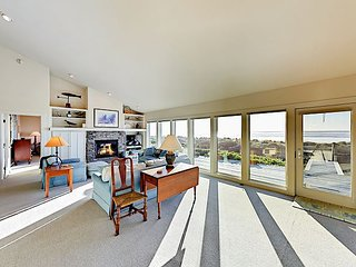 Charming 3BR Beachfront w/ Stunning Views – 13 Miles from Newport