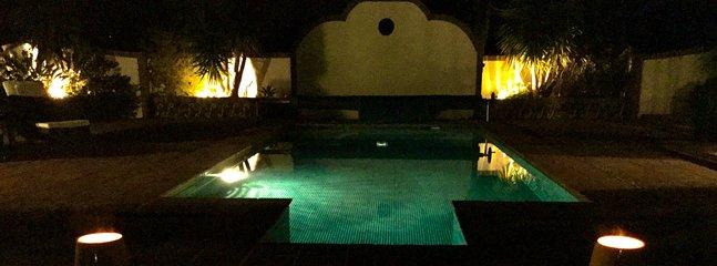 Éclairage de piscine de nuit